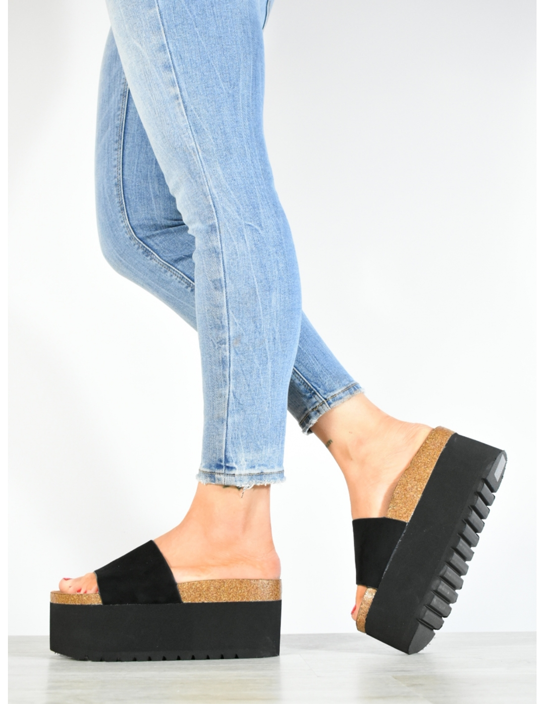 Sandalia basten negra