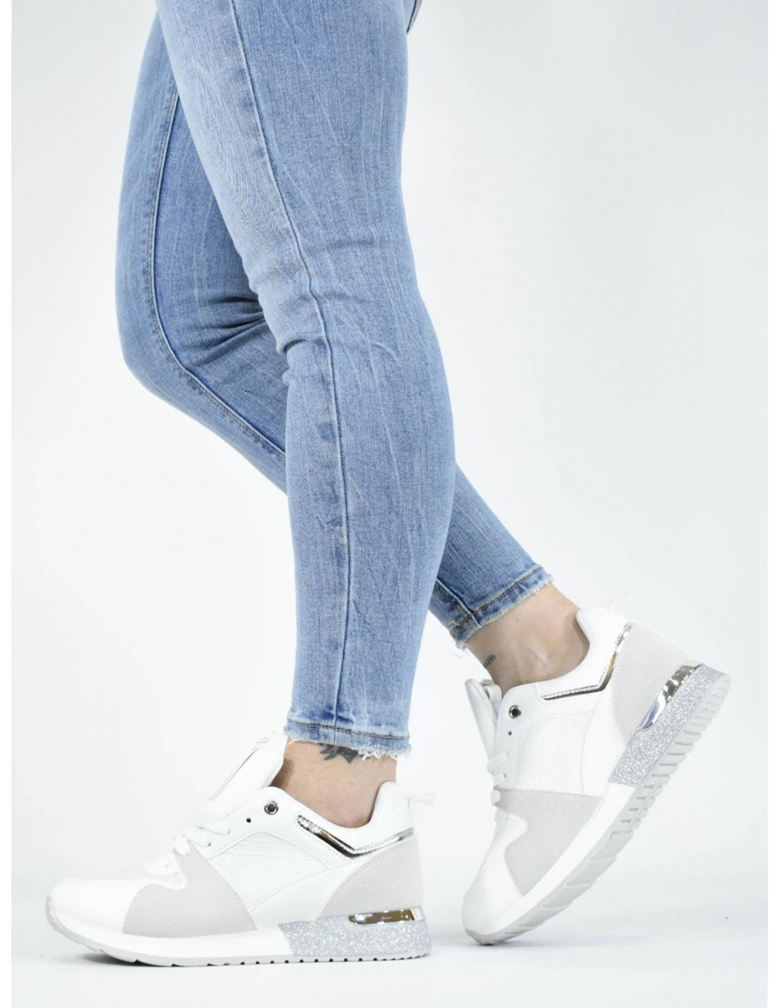 Deportivo de vestir blanco