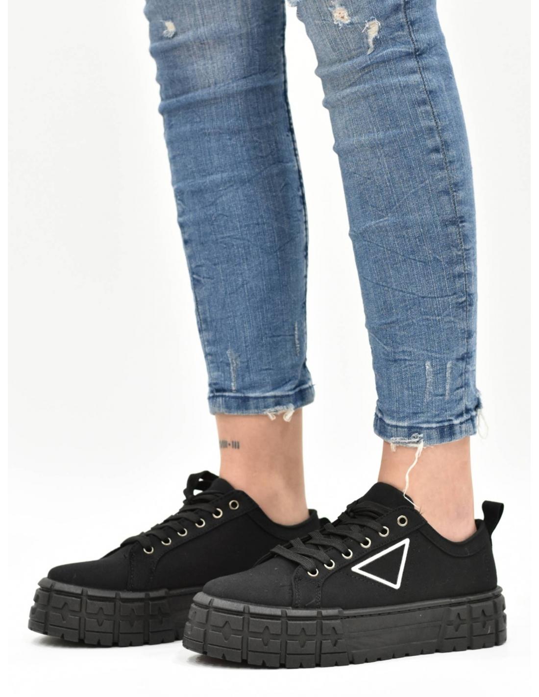Zapatilla de tela con plataforma negra