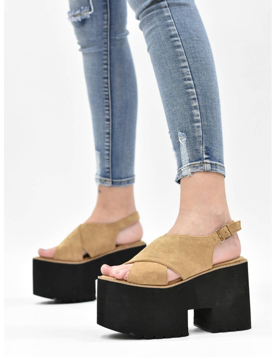 Sandalia cruzada de plataforma camel/...