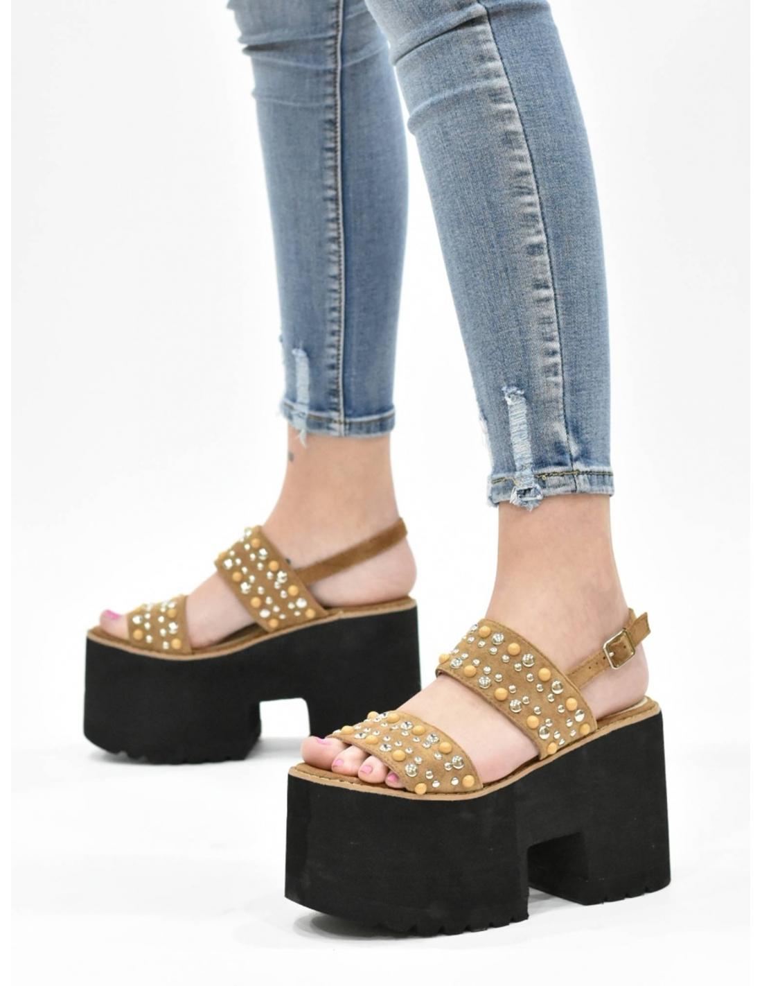 Sandalia de plataforma camel con...