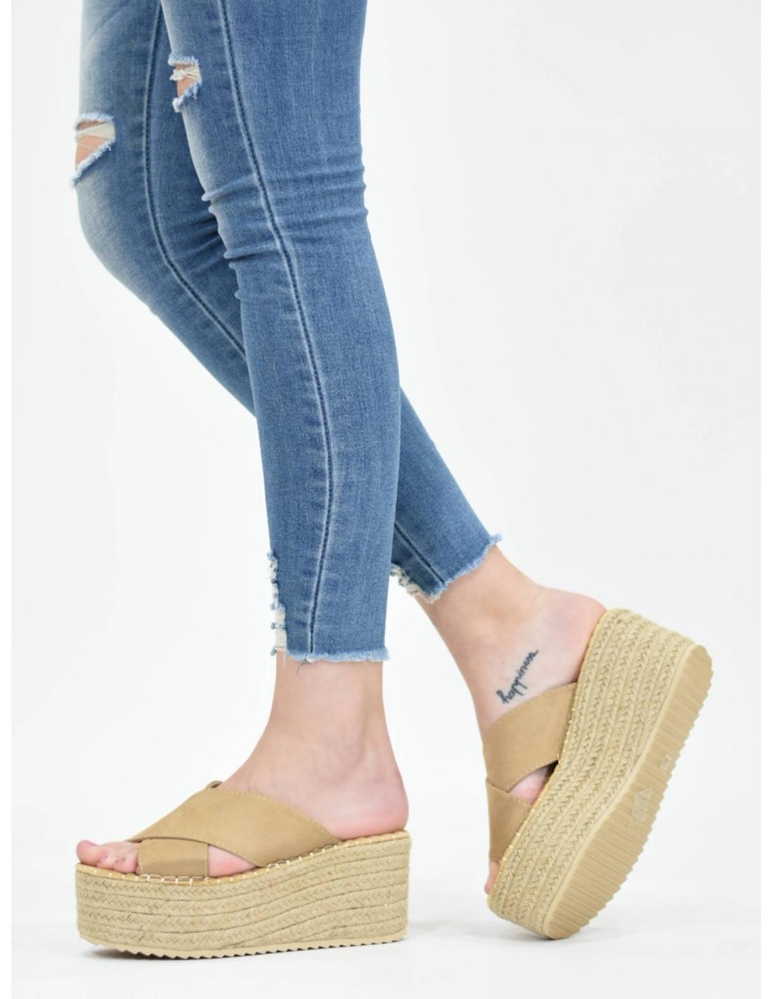 Sandalia cintas cruzadas beige