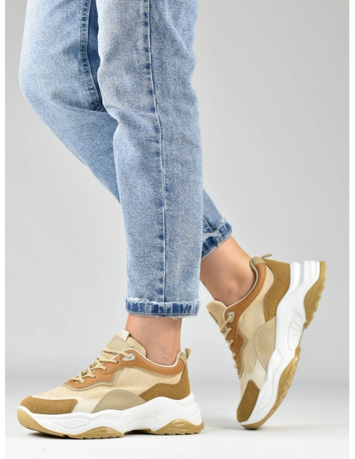 Deportivo kaki